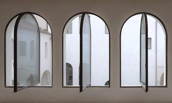 Finestre a bilico centinate in acciaio - Muralisi